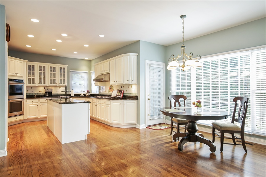 Real Estate Photography - 1285 Shoreside Ct, Palatine, IL, 60067 - Kitchen / Breakfast Room
