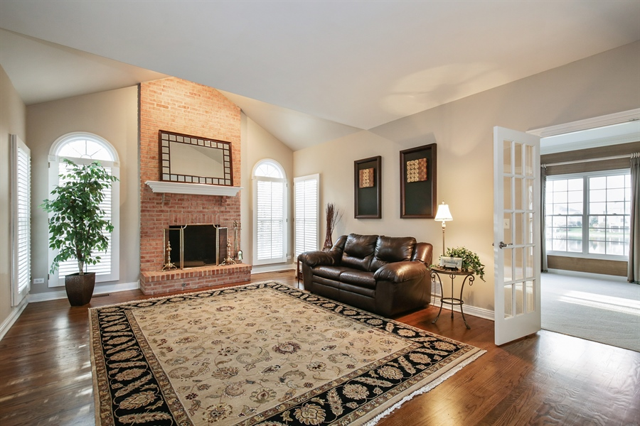 Real Estate Photography - 1285 Shoreside Ct, Palatine, IL, 60067 - Family Room