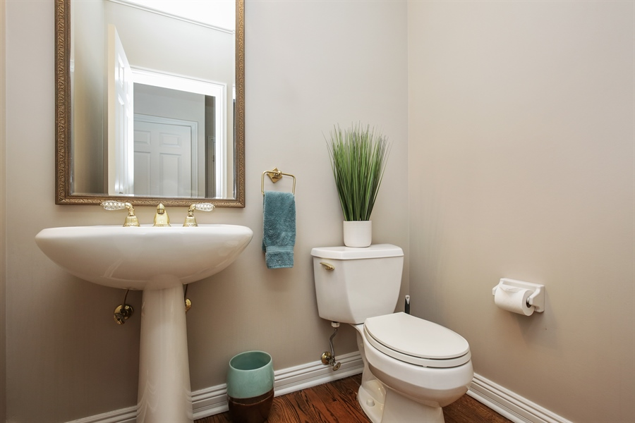 Real Estate Photography - 1285 Shoreside Ct, Palatine, IL, 60067 - Half Bath