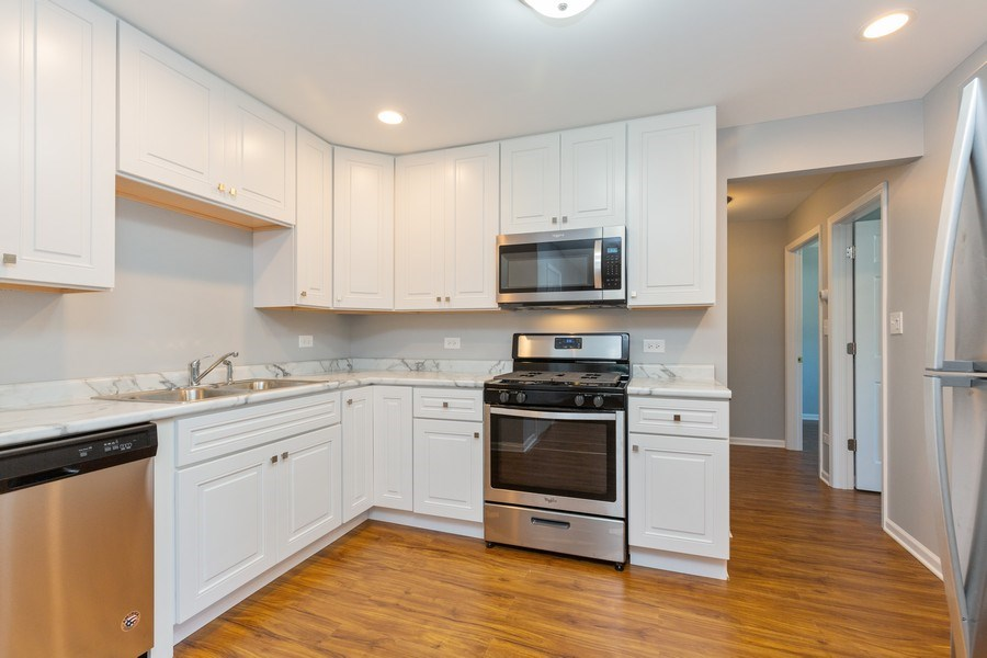 Real Estate Photography - 330 E Russell Street, Barrington, IL, 60010 - Kitchen