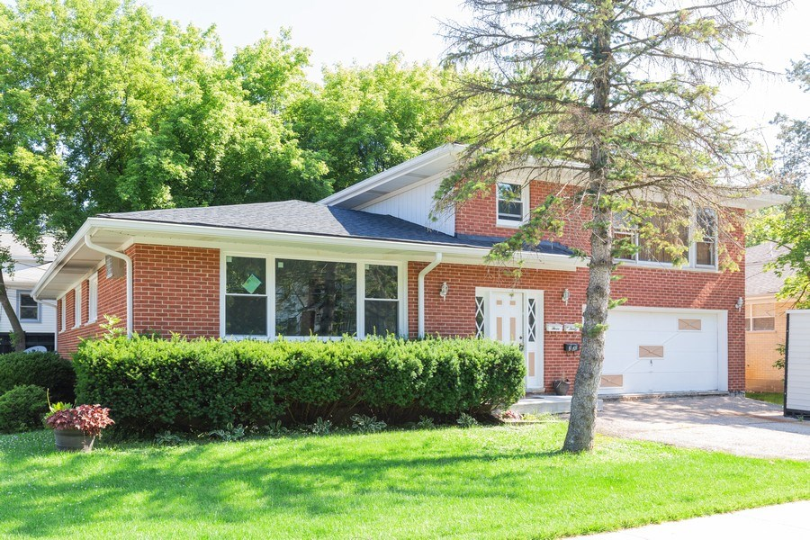 Real Estate Photography - 330 E Russell Street, Barrington, IL, 60010 - Front View