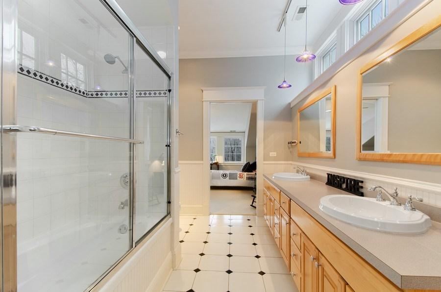Real Estate Photography - 1450 Aurora Way, Wheaton, IL, 60189 - JACK AND JILL BATH