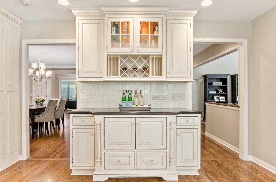 Real Estate Photography - 1200 Midwest Lane, Wheaton, IL, 60189 - Bar