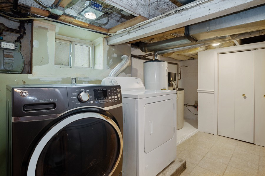Real Estate Photography - 524 N Edgewood Ave, Wood Dale, IL, 60191 - Laundry Room
