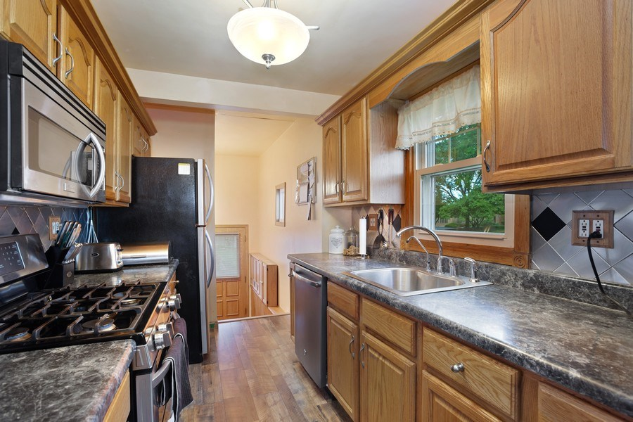 Real Estate Photography - 524 N Edgewood Ave, Wood Dale, IL, 60191 - Kitchen