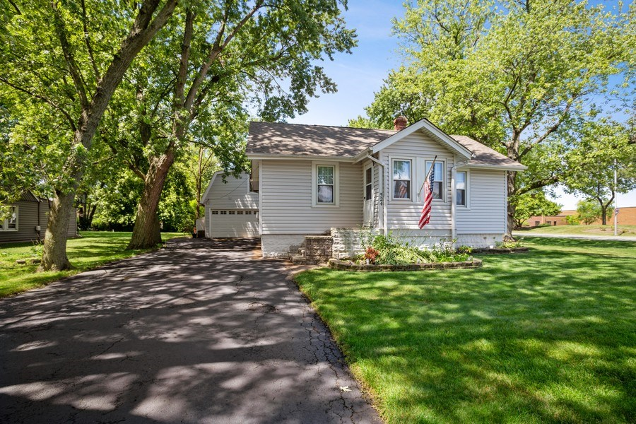 Real Estate Photography - 524 N Edgewood Ave, Wood Dale, IL, 60191 - Front View