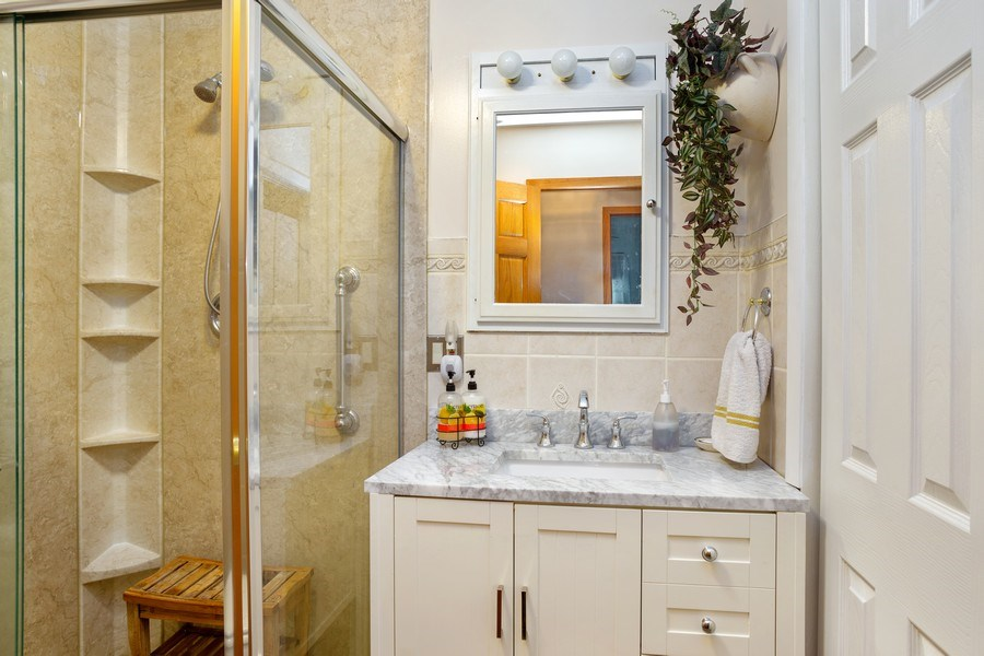 Real Estate Photography - 524 N Edgewood Ave, Wood Dale, IL, 60191 - Bathroom