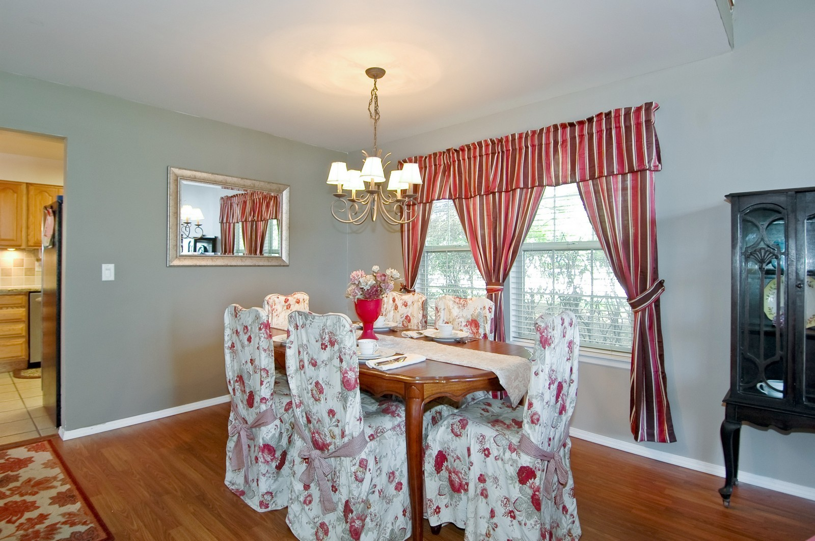 Real Estate Photography - 1724 Becker Court, Crystal Lake, IL, 60014 - Dining Room
