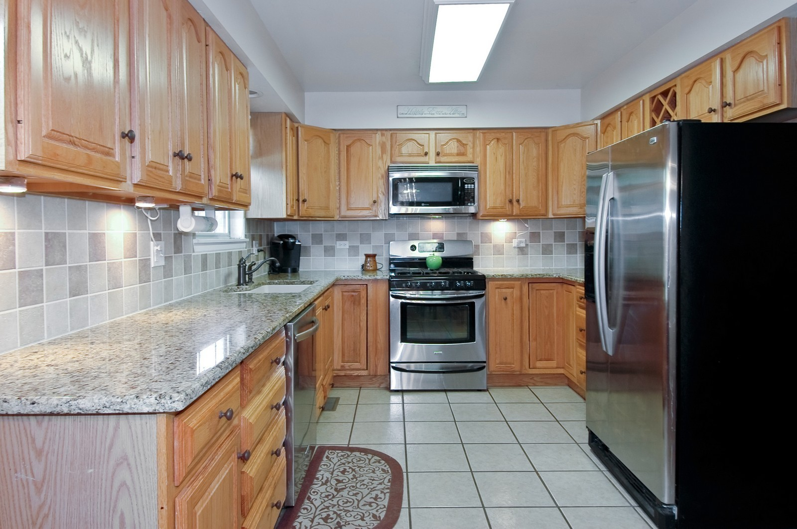 Real Estate Photography - 1724 Becker Court, Crystal Lake, IL, 60014 - Kitchen