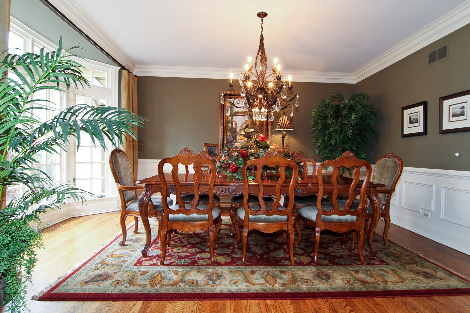 Real Estate Photography - 810 Fox Glen Drive, St. Charles, IL, 60174 - Dining Room