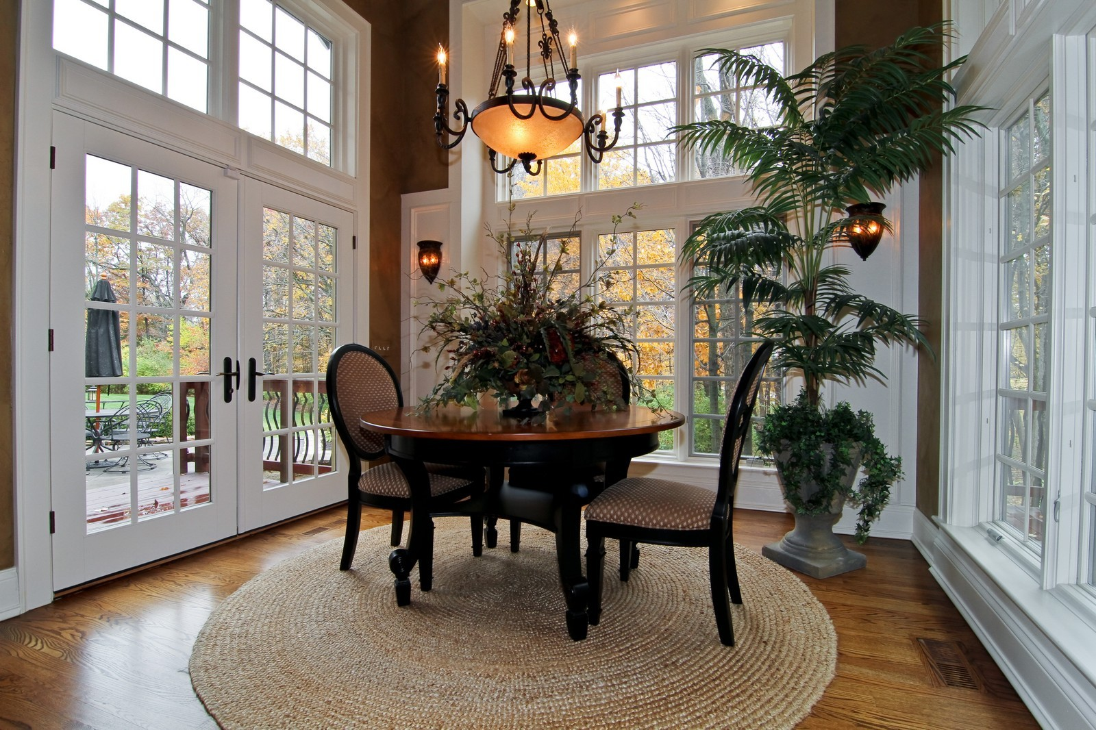 Real Estate Photography - 810 Fox Glen Drive, St. Charles, IL, 60174 - Breakfast Area