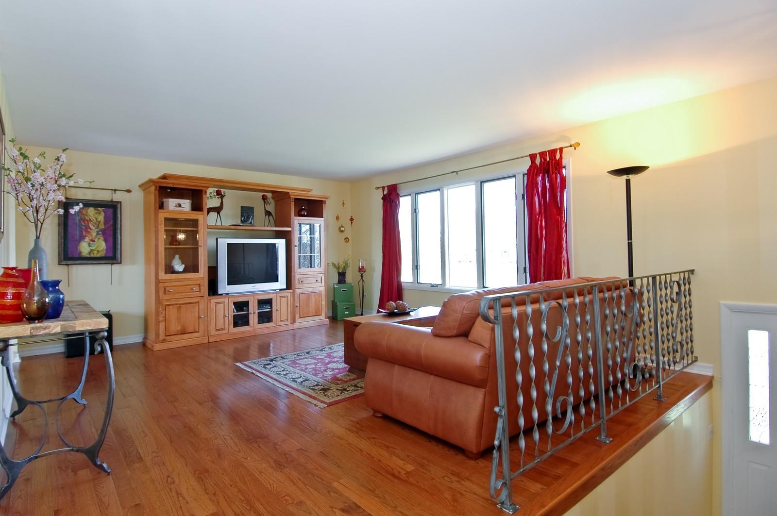 Real Estate Photography - 3813 Shenandoah Drive, Crystal Lake, IL, 60012 - Living Room
