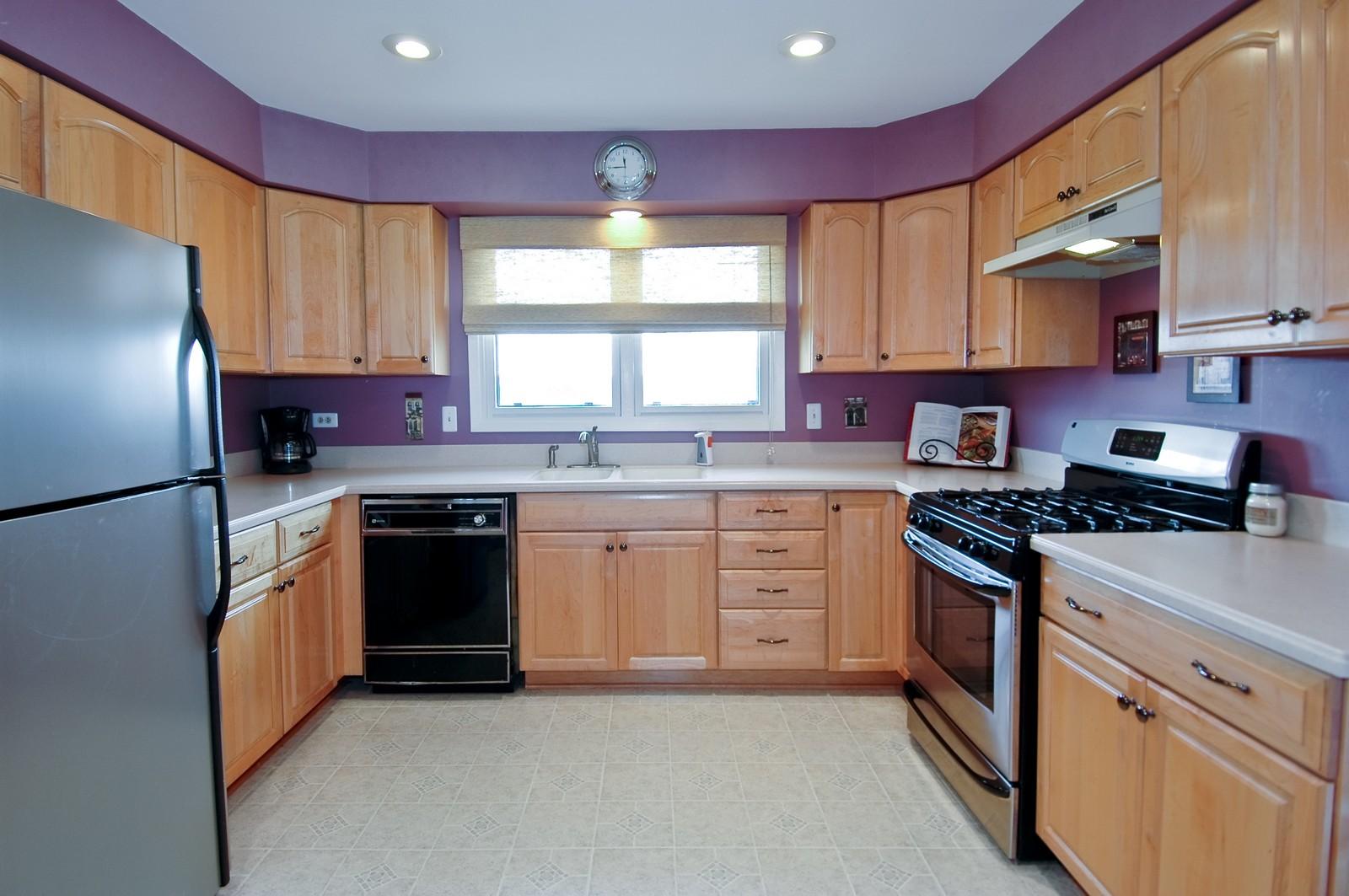 Real Estate Photography - 3813 Shenandoah Drive, Crystal Lake, IL, 60012 - Kitchen