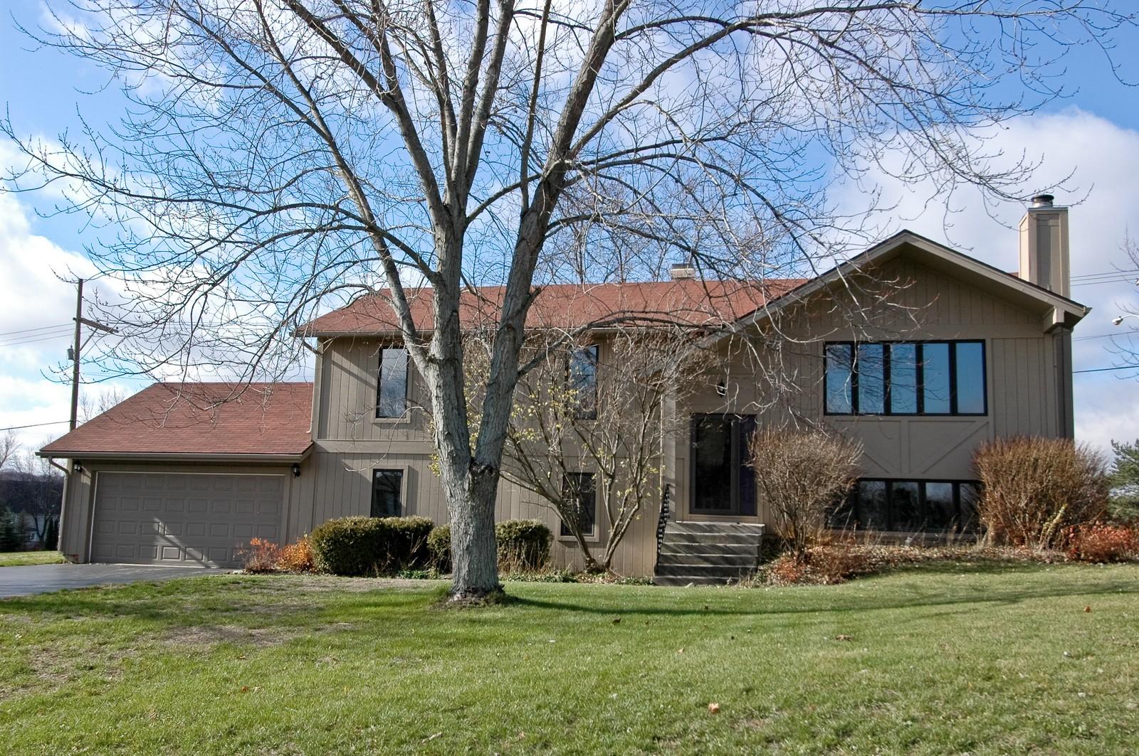 Real Estate Photography - 3813 Shenandoah Drive, Crystal Lake, IL, 60012 - Front View