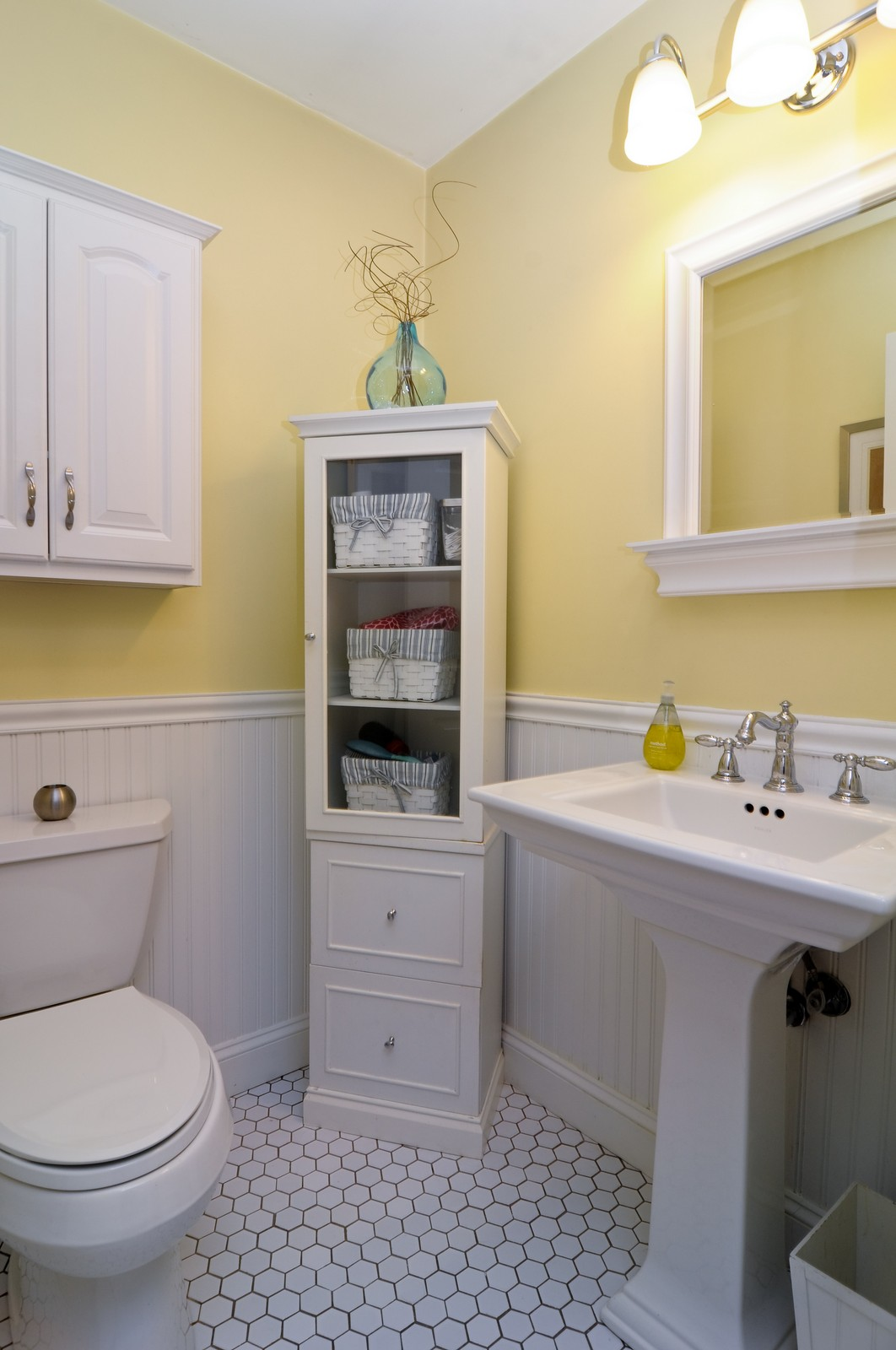 Real Estate Photography - 1615 Chippendale Rd, Hoffman Estates, IL, 60195 - Master Bathroom