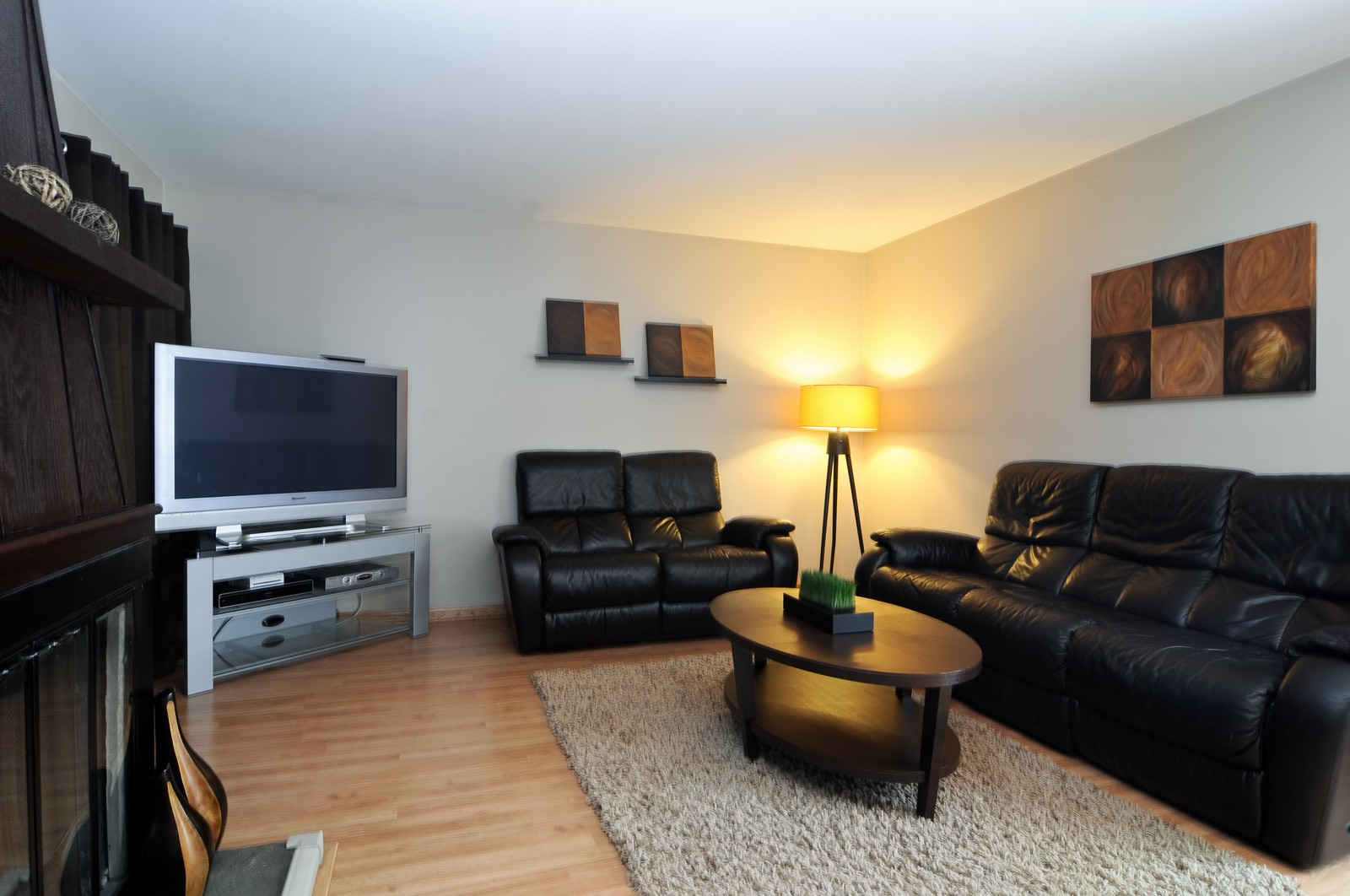 Real Estate Photography - 1615 Chippendale Rd, Hoffman Estates, IL, 60195 - Family Room