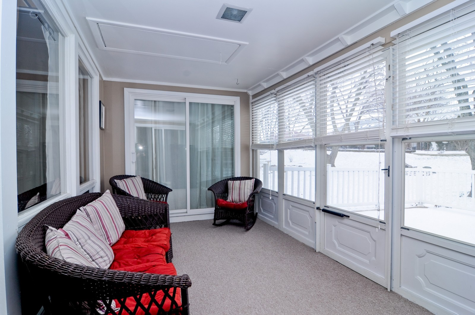 Real Estate Photography - 1615 Chippendale Rd, Hoffman Estates, IL, 60195 - Sun Room