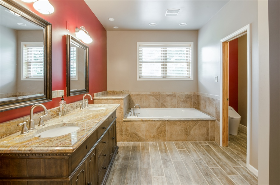 Real Estate Photography - 1511 N. River Road, Algonquin, IL, 60102 - Master Bathroom