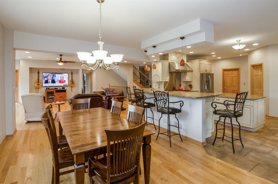 Real Estate Photography - 1511 N. River Road, Algonquin, IL, 60102 - Kitchen / Breakfast Room