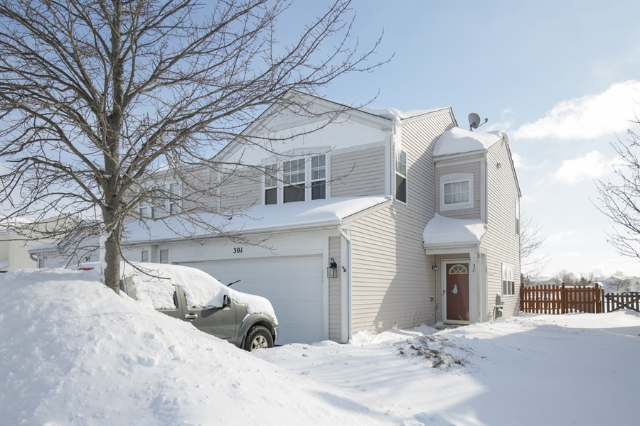 Real Estate Photography - 301 Wedgewood Circle, Lake In The Hills, IL, 60156 - Front View