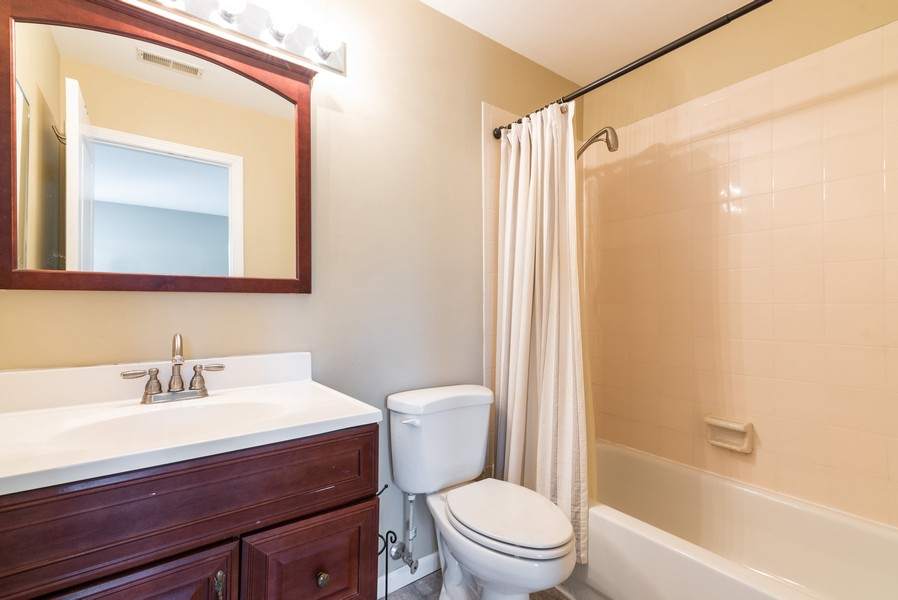 Real Estate Photography - 239 Partridge, Algonquin, IL, 60102 - 2nd Bathroom