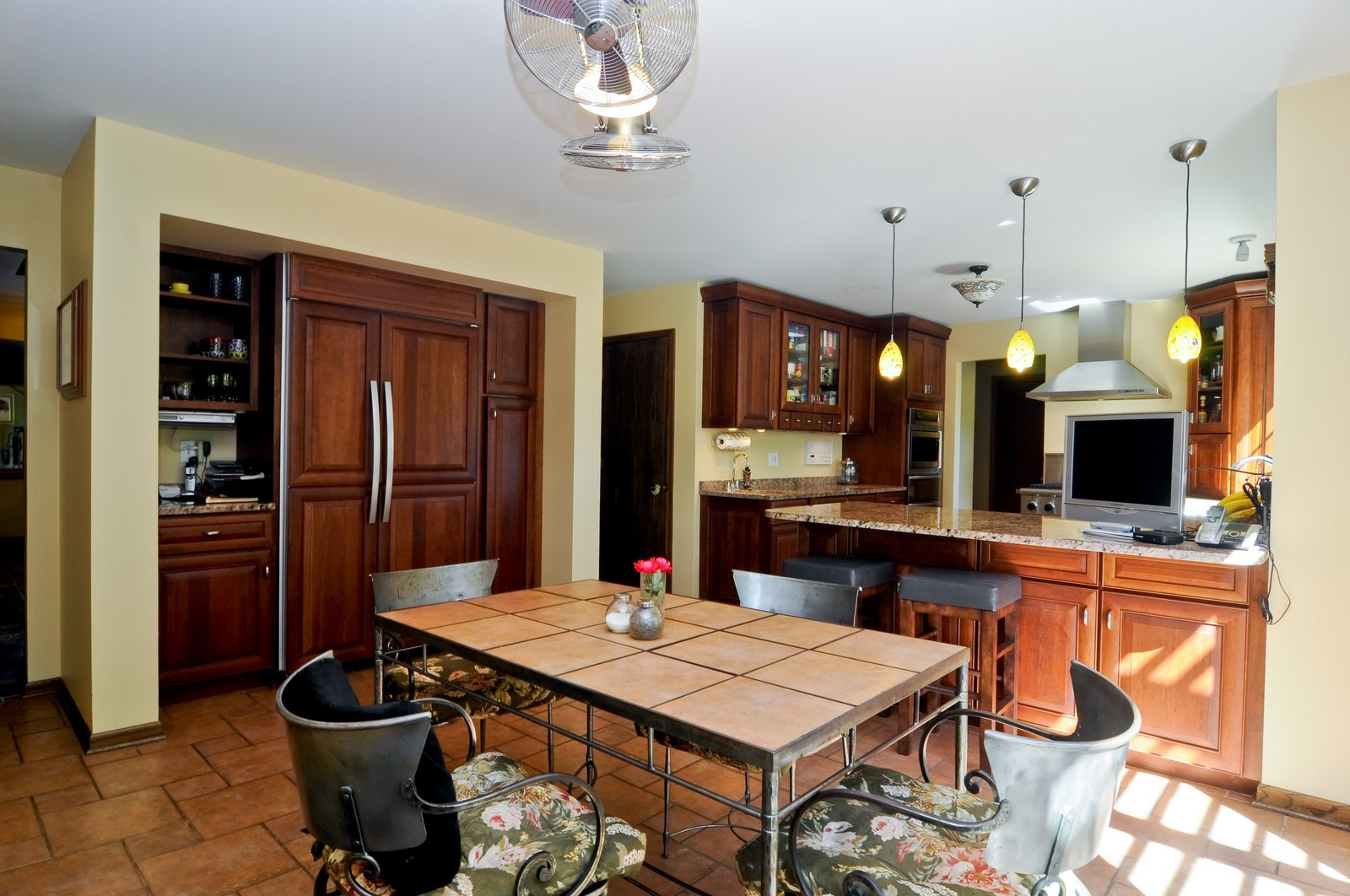 Real Estate Photography - 33 Little Bend, Barrington Hills, IL, 60010 - Kitchen