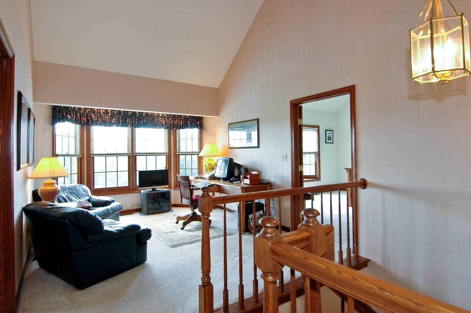 Real Estate Photography - 9409 Loch Glen Court, Lakewood, IL, 60014 - Loft