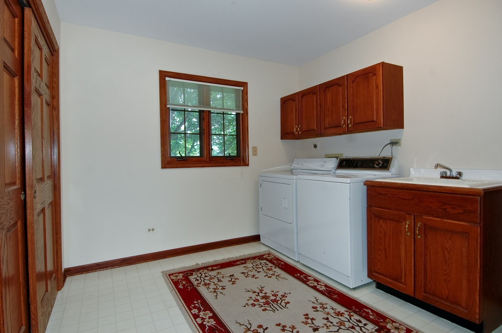 Real Estate Photography - 9409 Loch Glen Court, Lakewood, IL, 60014 - Laundry Room