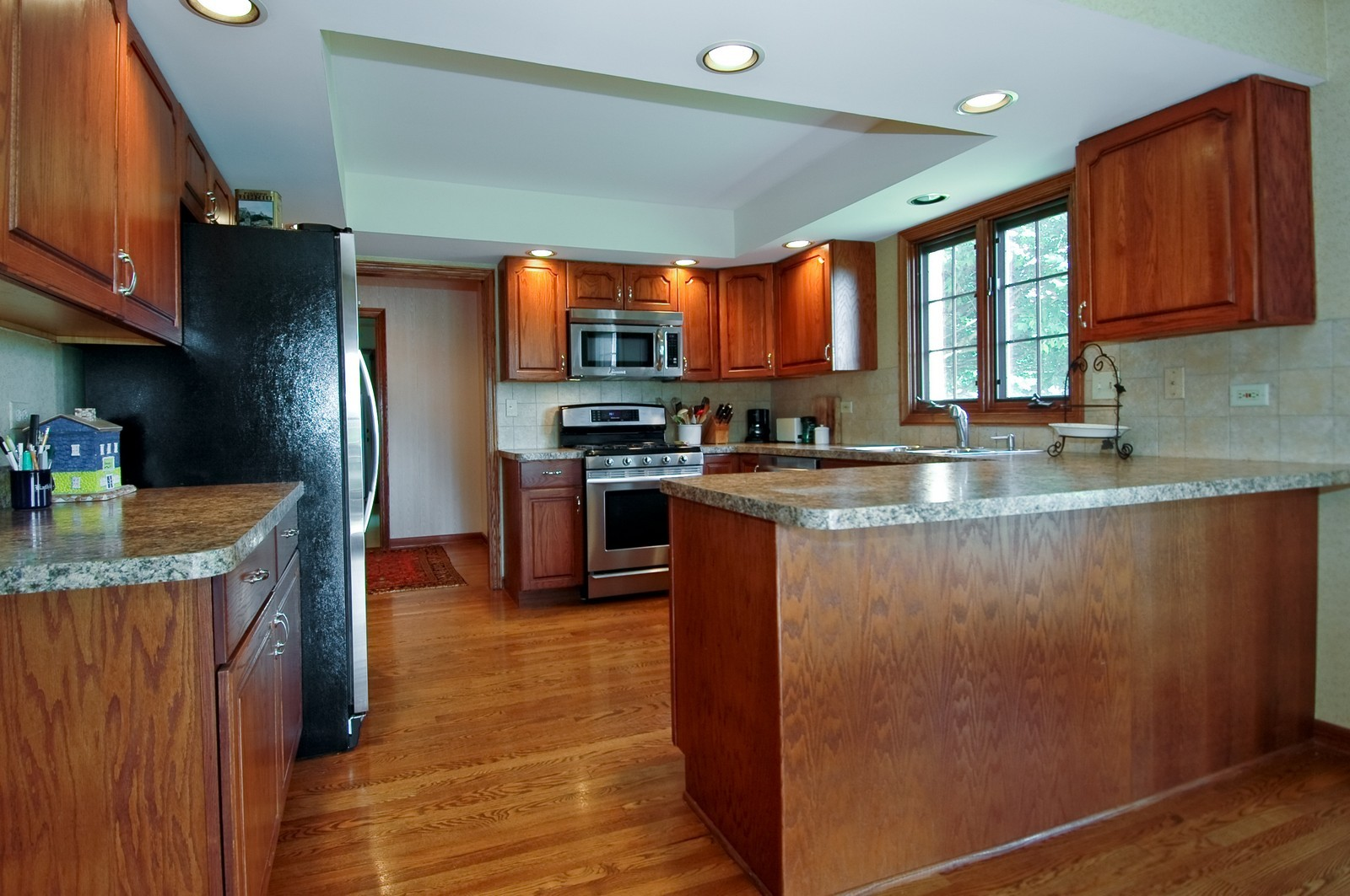 Real Estate Photography - 9409 Loch Glen Court, Lakewood, IL, 60014 - Kitchen