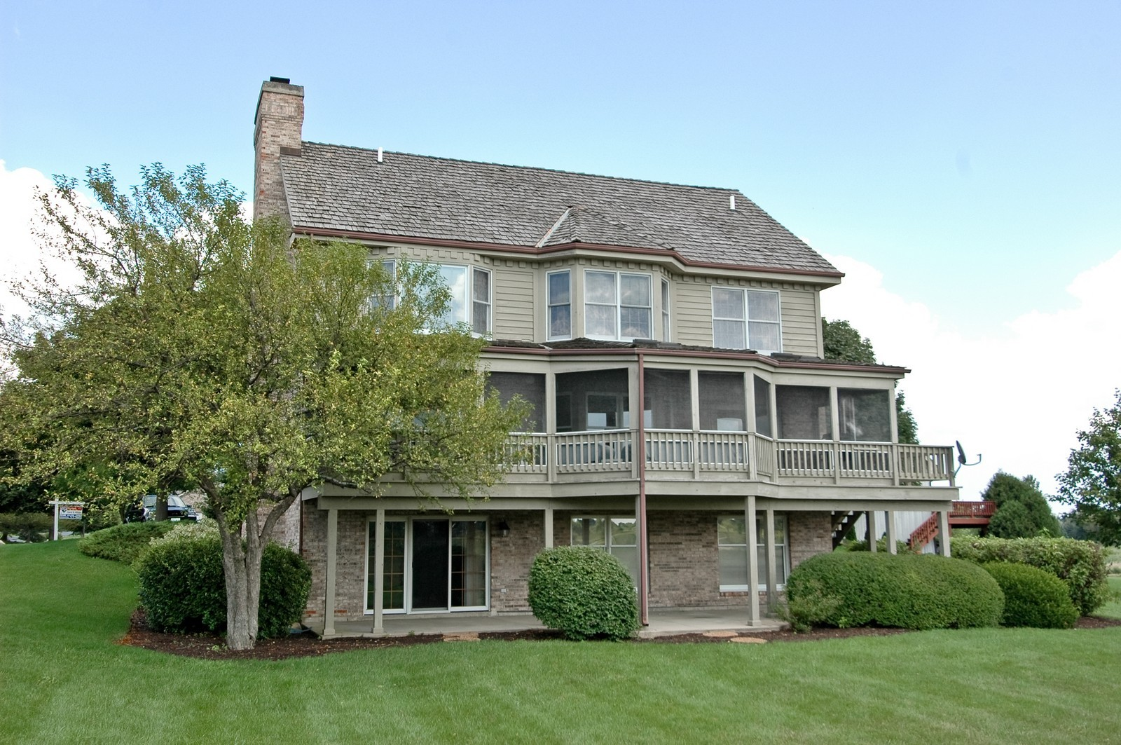 Real Estate Photography - 9409 Loch Glen Court, Lakewood, IL, 60014 - Rear View