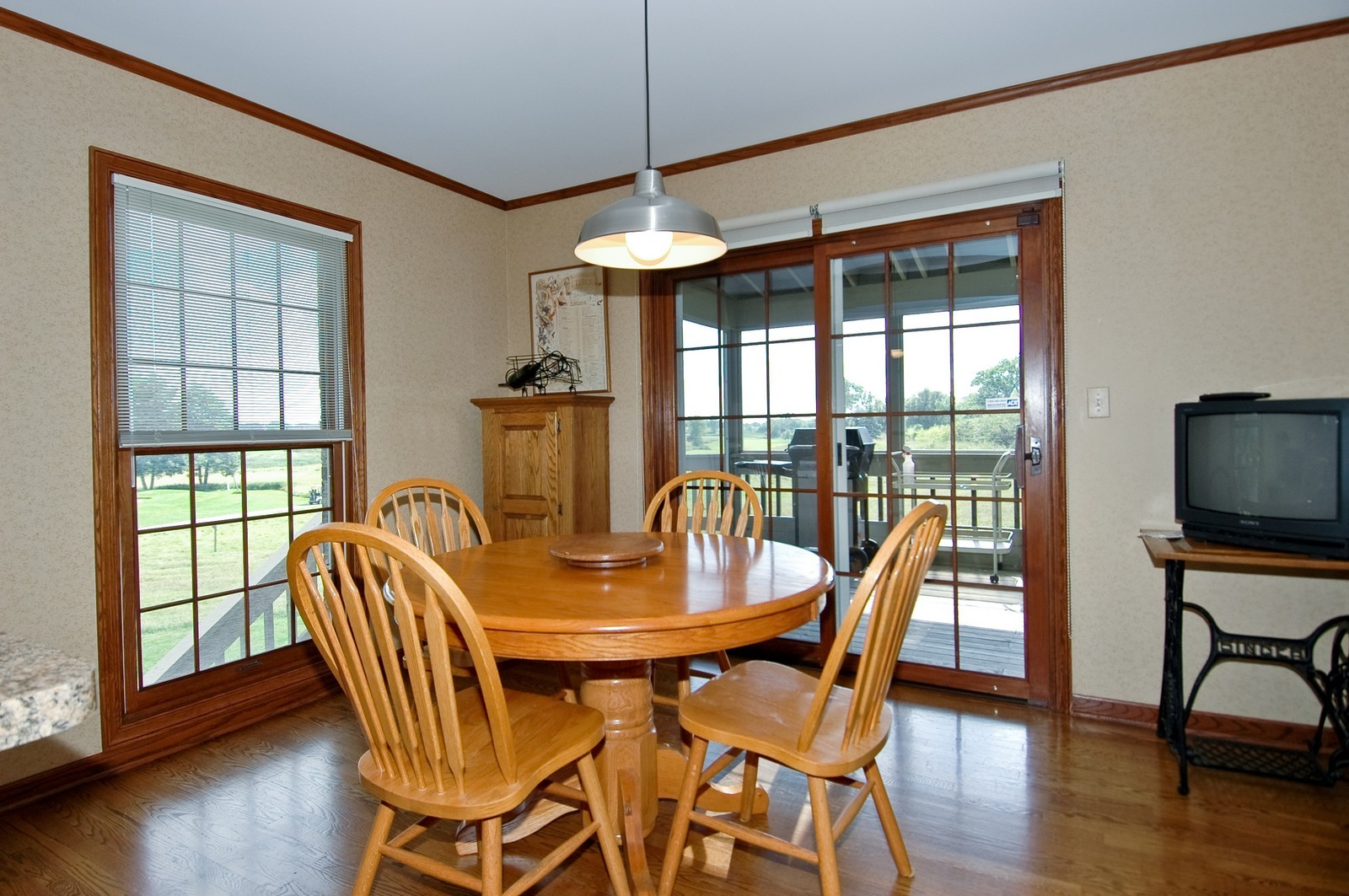 Real Estate Photography - 9409 Loch Glen Court, Lakewood, IL, 60014 - Breakfast Nook