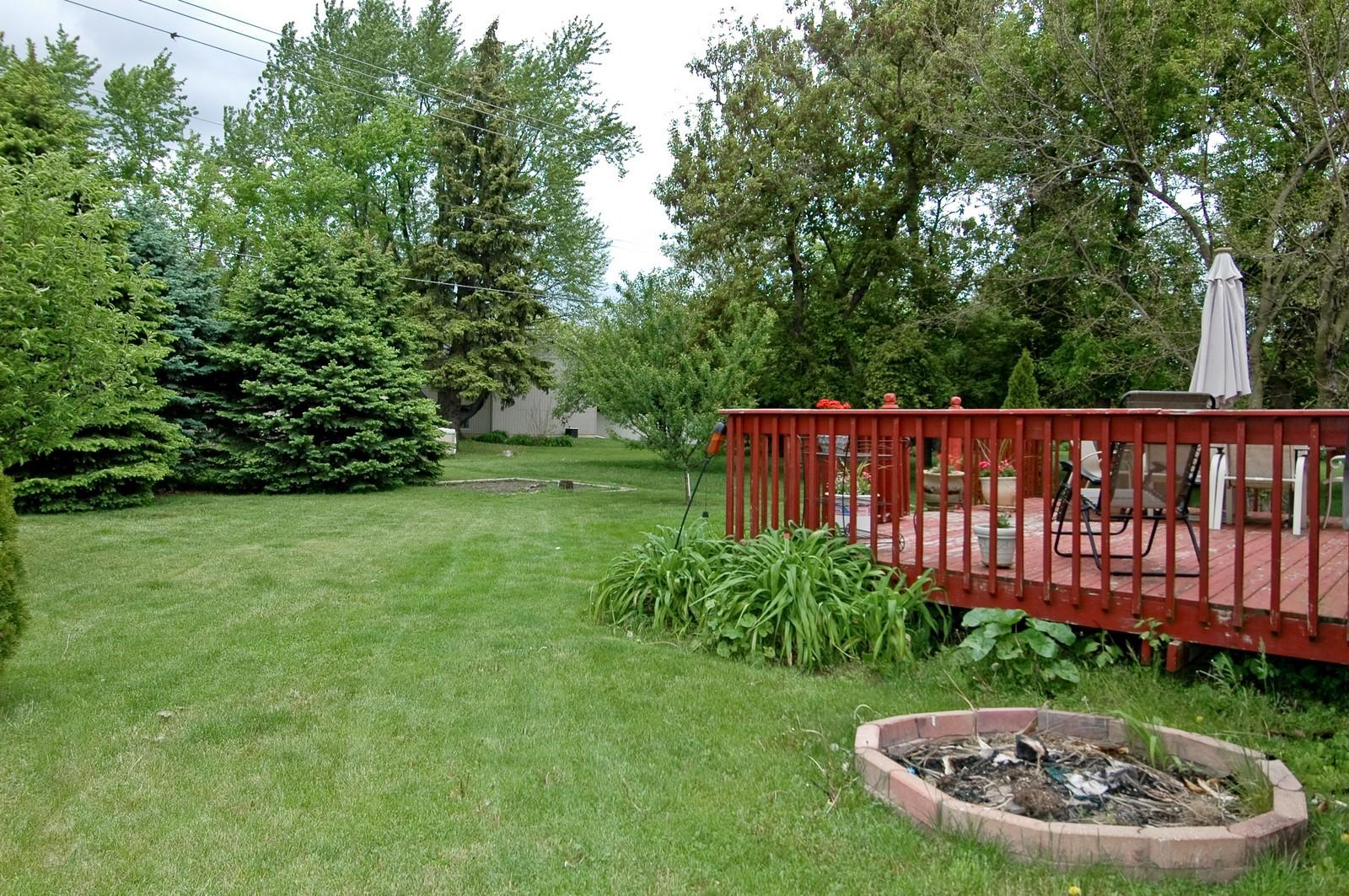 Real Estate Photography - 1364 Thornwood Ln, Crystal Lake, IL, 60014 - Back Yard