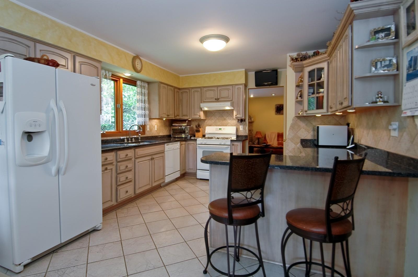Real Estate Photography - 1364 Thornwood Ln, Crystal Lake, IL, 60014 - Kitchen