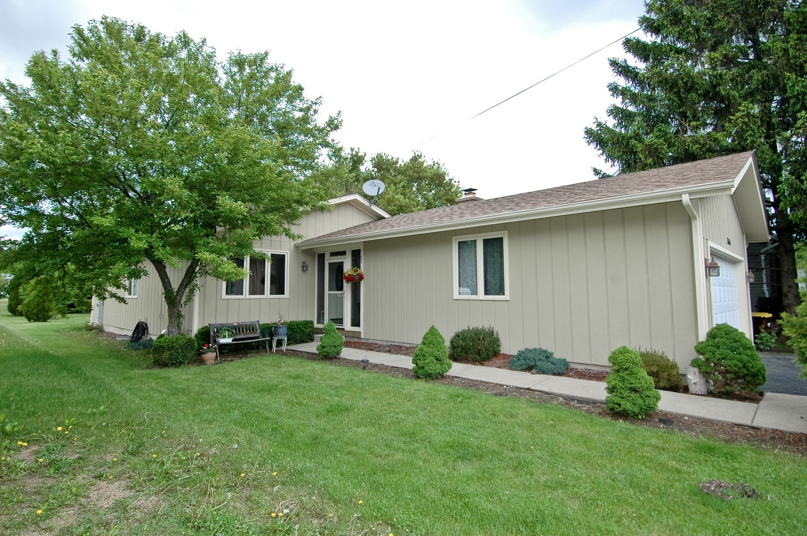 Real Estate Photography - 1364 Thornwood Ln, Crystal Lake, IL, 60014 - Front View