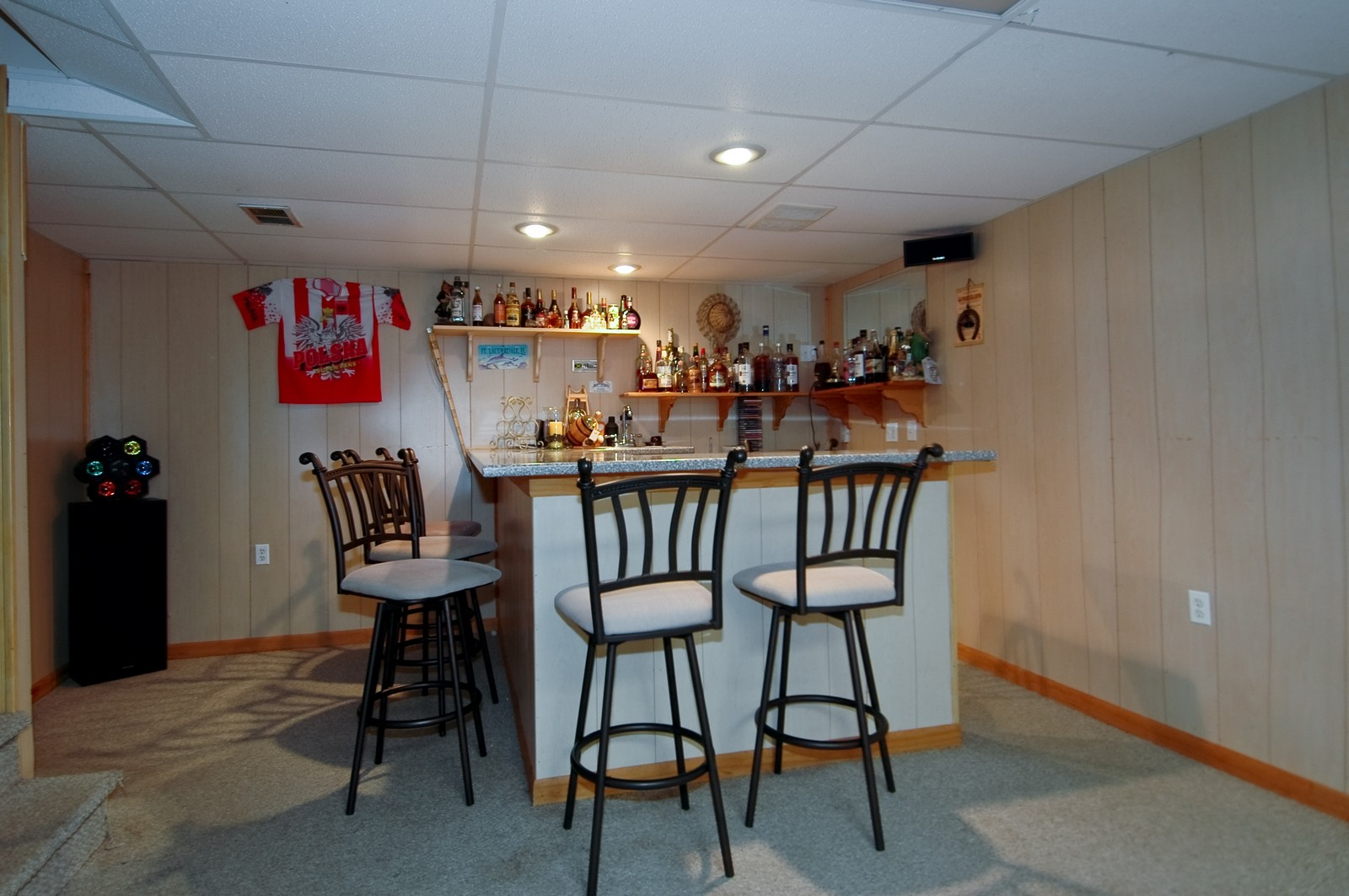 Real Estate Photography - 1364 Thornwood Ln, Crystal Lake, IL, 60014 - Bar