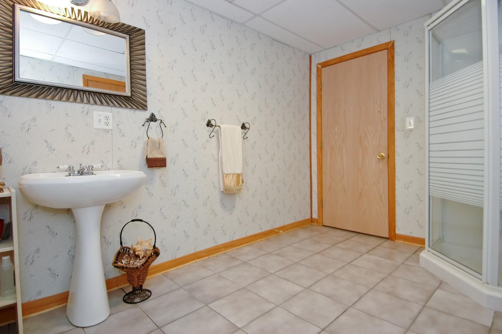 Real Estate Photography - 1364 Thornwood Ln, Crystal Lake, IL, 60014 - Bathroom