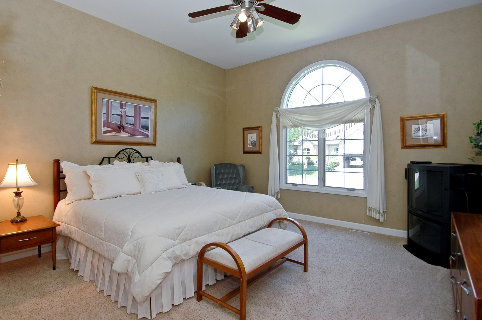 Real Estate Photography - 8719 Shade Tree Circle, Village of Lakewood, IL, 60014 - Bedroom