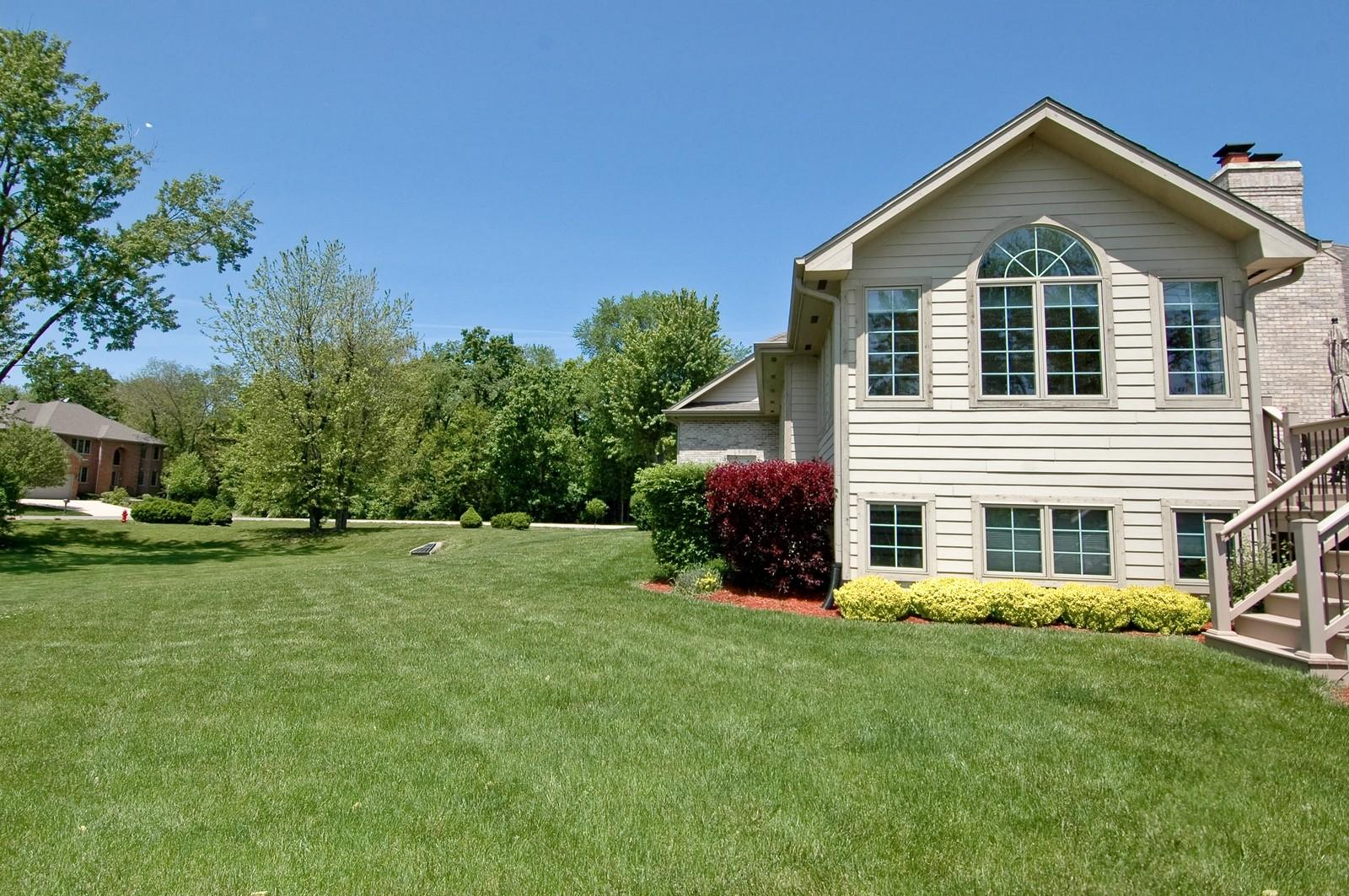 Real Estate Photography - 8719 Shade Tree Circle, Village of Lakewood, IL, 60014 - Side Yard