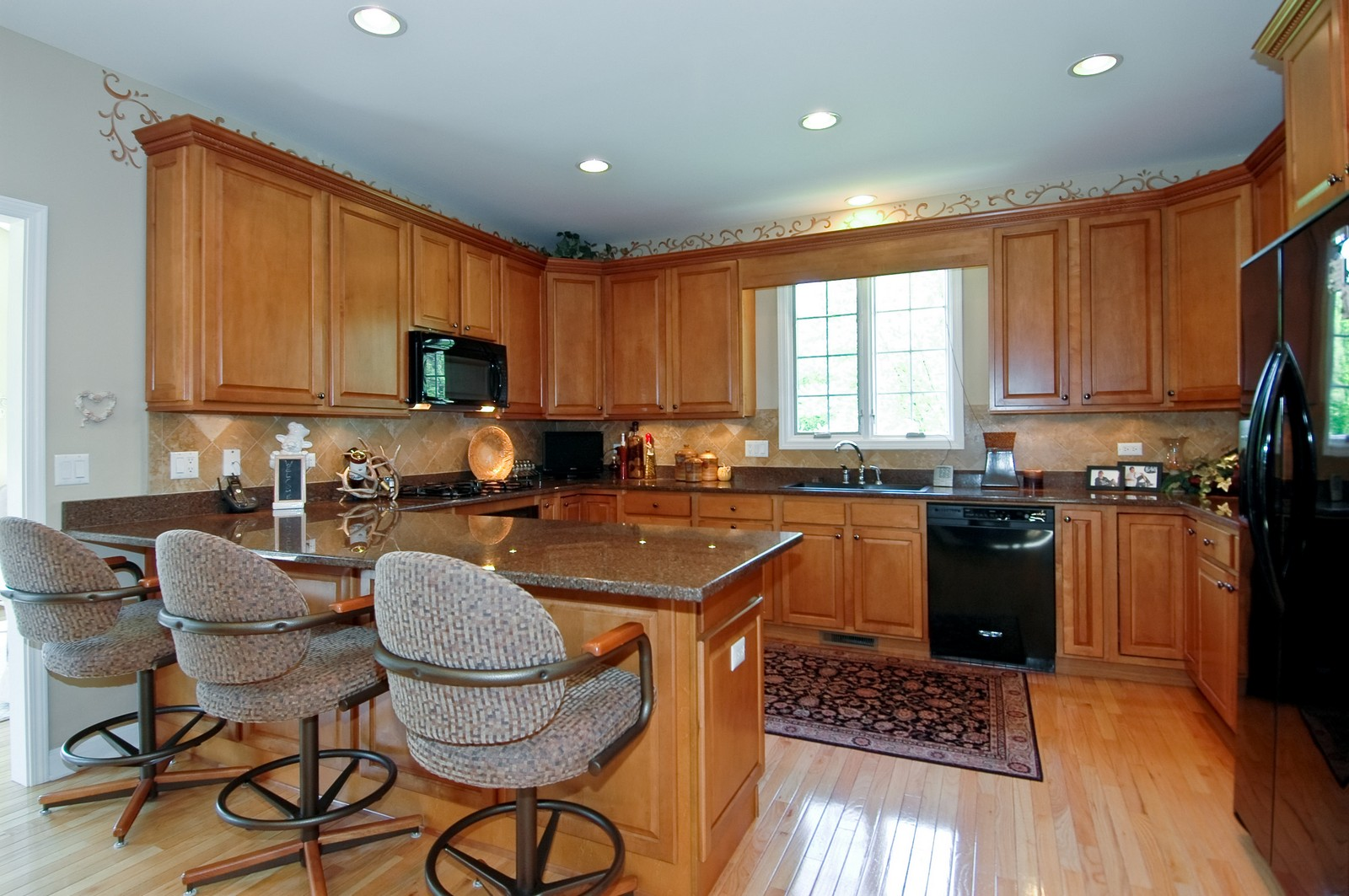 Real Estate Photography - 8719 Shade Tree Circle, Village of Lakewood, IL, 60014 - Kitchen