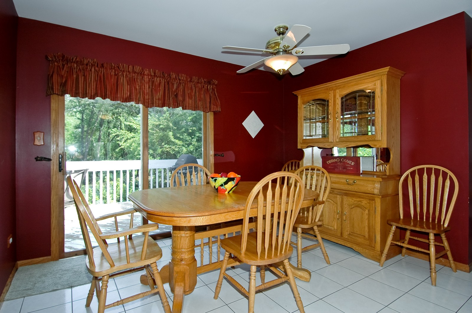 Real Estate Photography - 4915 Raintree Court, Johnsburg, IL, 60051 - Eating Area