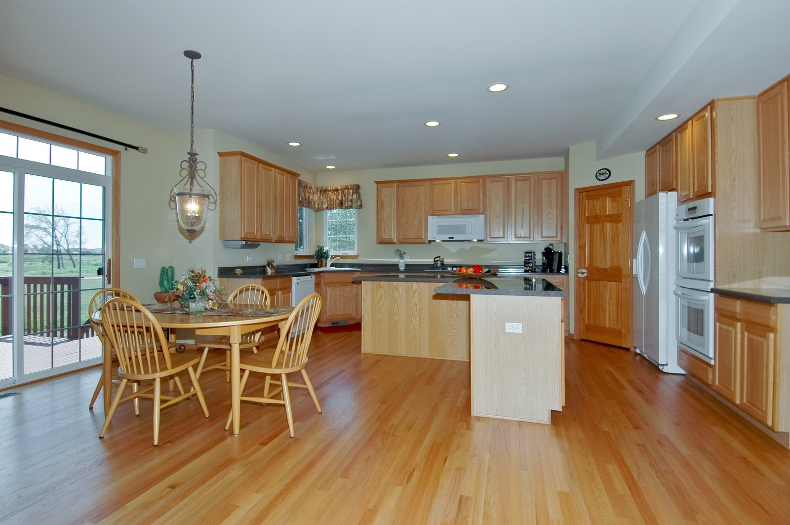 Real Estate Photography - 750 Saratoga Circle, Algonquin, IL, 60102 - Kitchen