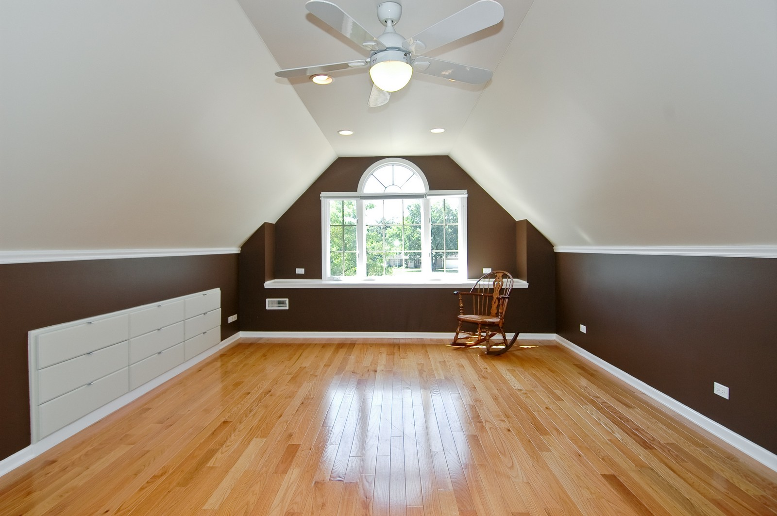 Real Estate Photography - 40W960 Chippewa Pass, Elgin, IL, 60124 - HUGE 2nd Bedroom