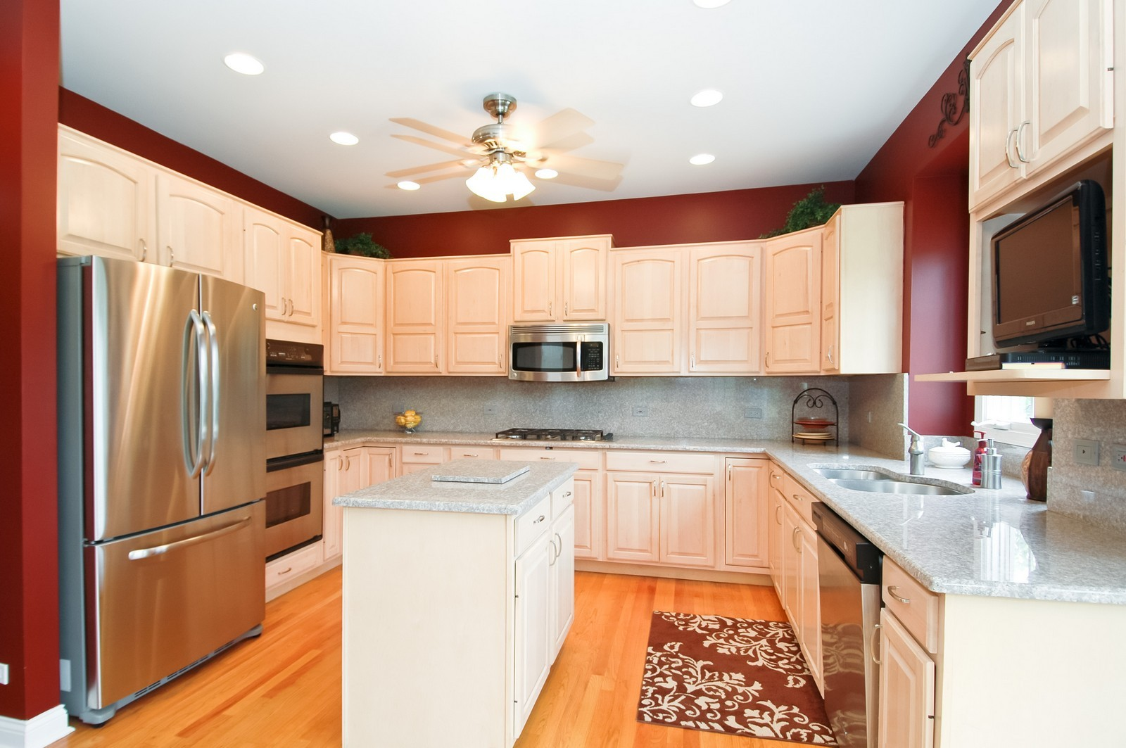 Real Estate Photography - 40W960 Chippewa Pass, Elgin, IL, 60124 - Spacious Kitchen with Island
