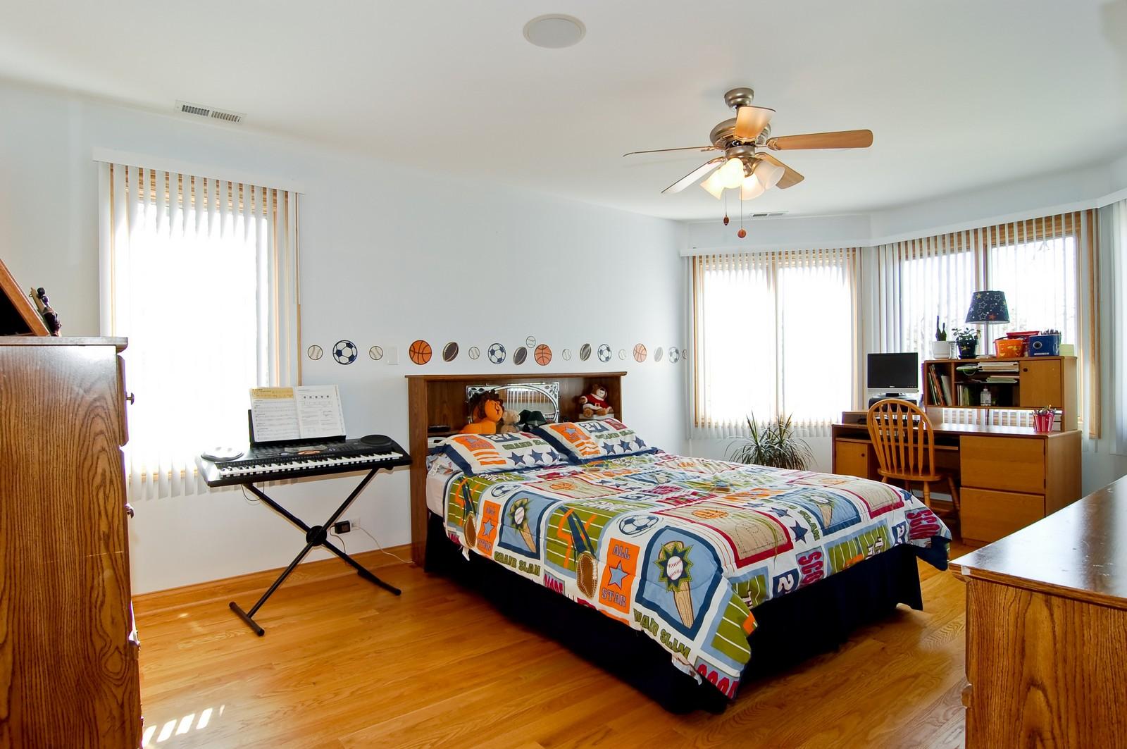 Real Estate Photography - 457 Ellis, Bensenville, IL, 60106 - Kids Bedroom