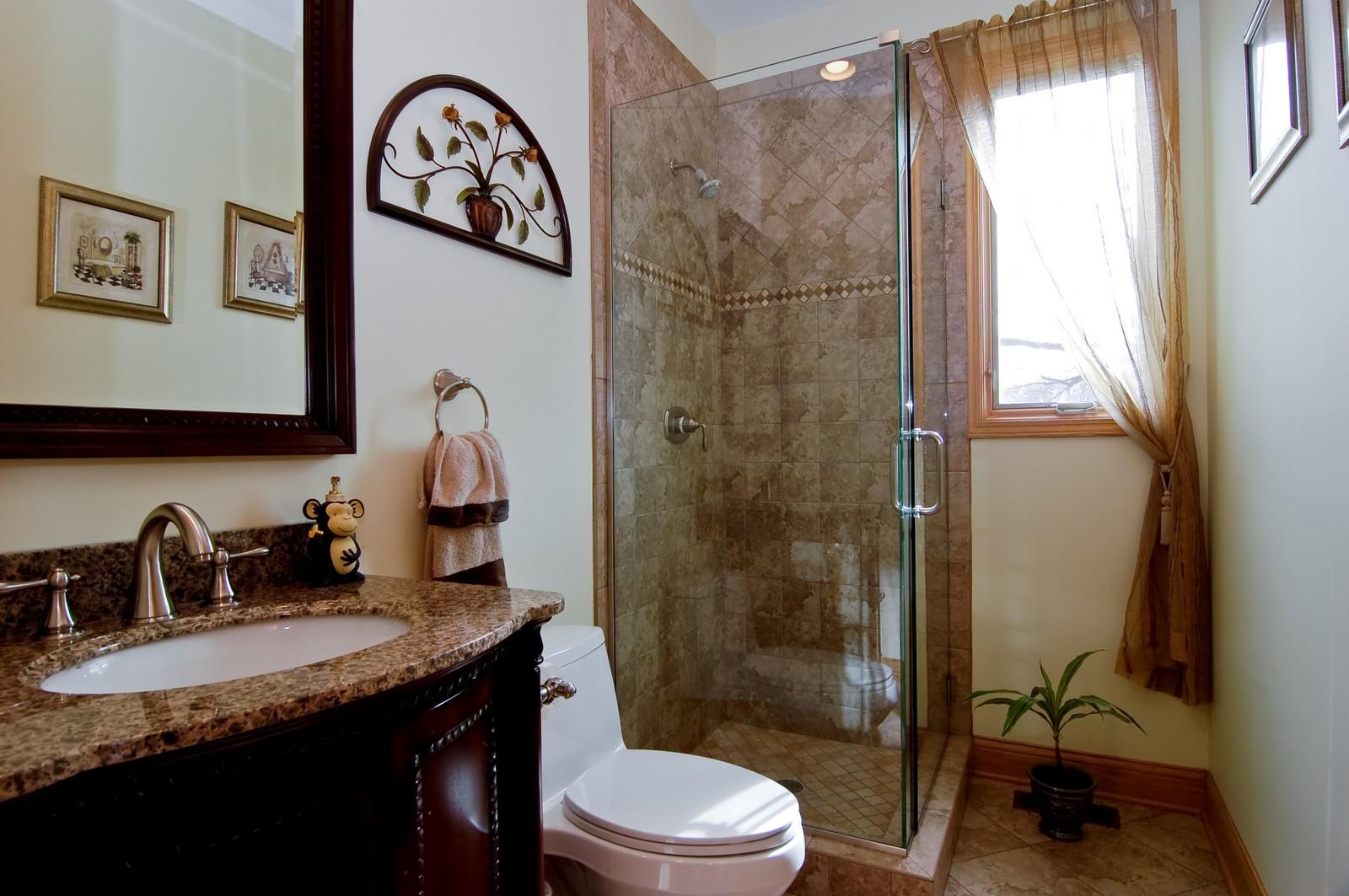 Real Estate Photography - 457 Ellis, Bensenville, IL, 60106 - Bathroom