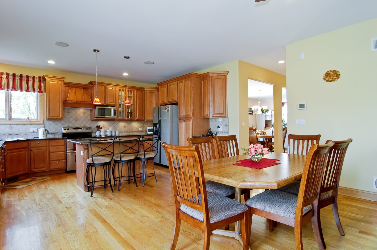 Real Estate Photography - 457 Ellis, Bensenville, IL, 60106 - Breakfast Nook