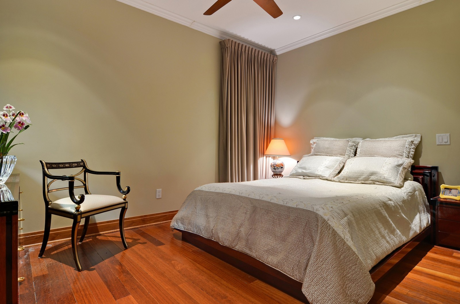 Real Estate Photography - 840 N Lake Shore Dr, Unit 201, Chicago, IL, 60611 - 2nd Bedroom