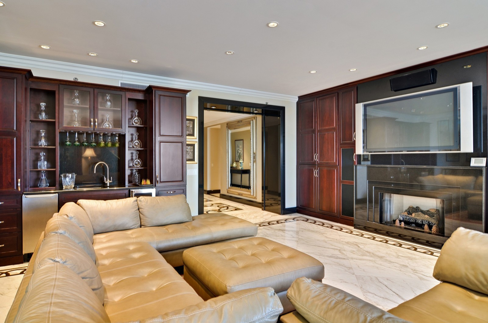 Real Estate Photography - 840 N Lake Shore Dr, Unit 201, Chicago, IL, 60611 - Bar
