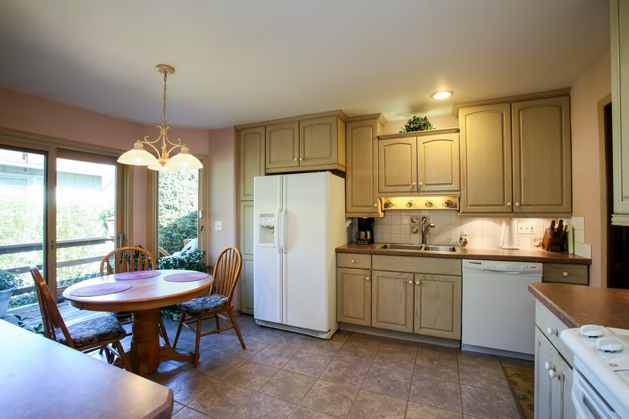 Real Estate Photography - 6919 Fairmount Ave, Downers Grove, IL, 60516 - Kitchen