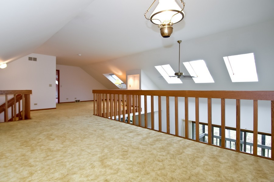Real Estate Photography - 250 Spring Cove Rd, Elgin, IL, 60123 - Loft